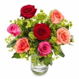 liebevolle-beruehrung-mit-rosen