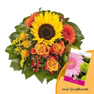 dominik-blumen-und-pflanzen-blumenstrauss-sonnenlicht-mit-einer-sonnenblume-orangen-rosen-germini-faerberdistel-und-goldrute-und-grusskarte-geburtstag-1