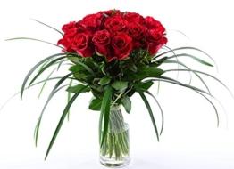 Blumenversand Deutschlandweit - 20 Stück Rote Rosen als Blumenstrauß mit Grässern arrangiert - Deutschlandweit versenden - 1